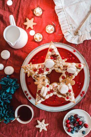 Tartă de Crăciun stea cu macarons și scorțișoară – vedere principală